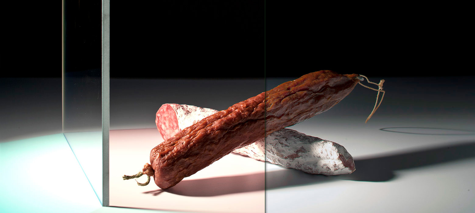 Lighting through the filter (left side) makes meat products look fresher and more succulent.